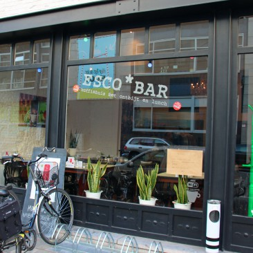 Die Esco Bar bietet viele hausgemachte Snacks und ein großartiges Frühstück