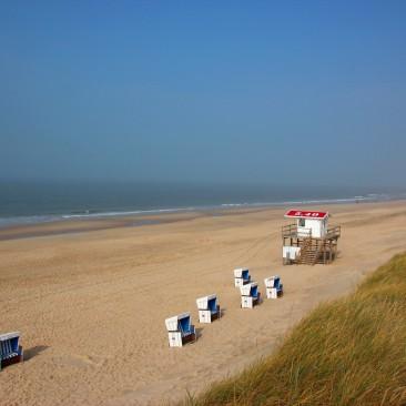 Der Strand direkt hinter Dünen Camping Sylt im Oktober