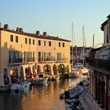 Port-Grimaud ist ein kleiner Ort Nahe Saint Tropez