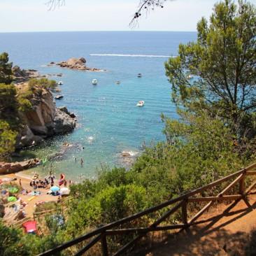 Blick auf eine kleine Bucht in Tossa de Mar