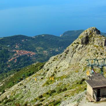 Mit der gelben Seilbahn geht es hoch auf den Monte Capanne