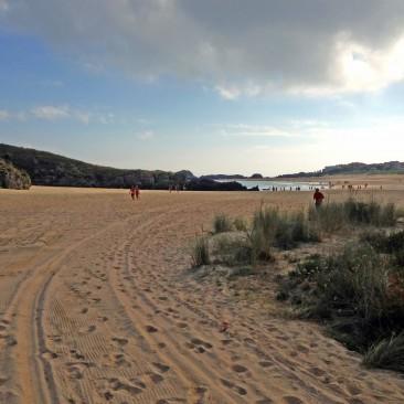 Noja bietet einen feinen Sandstrand, Wellen und preiswerte Restaurants