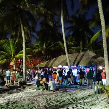 Party bis 3.00 Uhr nachts - jeden Tag im Hostel Poc-Na