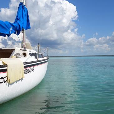 Segelschiff in Bacalar