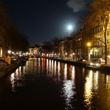Das Nachtleben von Amsterdam wild - aber auch romantisch