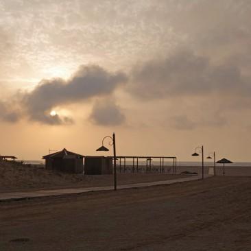 Zwei Strandbars sorgen für kühle Drinks und auch ein WC