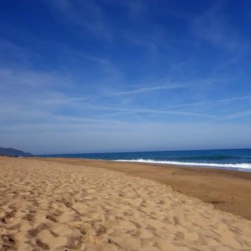 Der Strand ist Anfang Mai noch fast leer