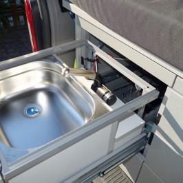 Waschbecken und Campingdusche im T5
