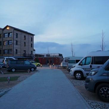 Insgesamt gibt es 11 Stellplätze für Bullis und kleinere Wohnmobile