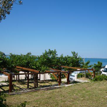 Tolle Stellplätze mit Meerblick auf dem Campingplatz Miočić