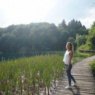 Die Wanderung durch die Plitvicer Seenlandschaft ist für jeden machbar